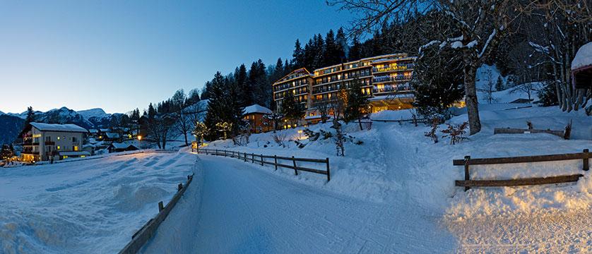 Switzerland_Wengen_Hotel-Beausite-Park-Jungfrau-Spa_Exterior-winter.jpg